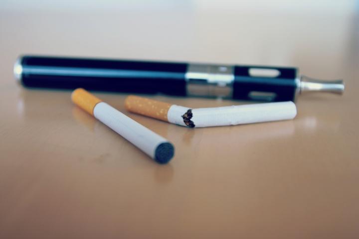 E-Cigarette-Electronic_Cigarette-E-Cigs-E-Liquid-Vaping-Stop_Smoking-Quit_Smoking_(16272143521).jpg